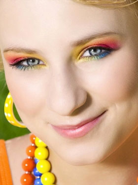 Яркий макияж. слишком часто беспокоитесь из-за всего на свете *не уверены в себе...