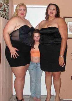 Толстые ляжки в юбке