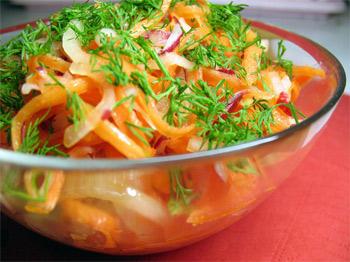 Салат с морковью и фруктами