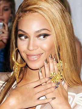 Золотые ногти Бьонсе