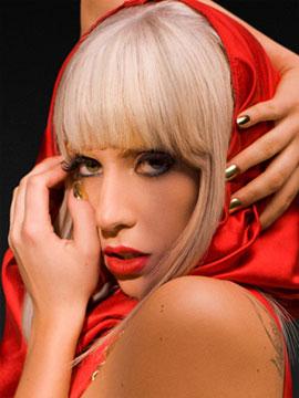 Леди Гага делает авангардный маникюр