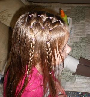 Как сделать прическу для девочки с косичками