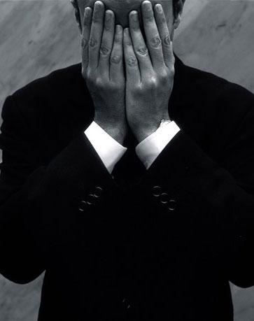 Депрессия, которую не видно: как понять, что вашему мужчине плохо