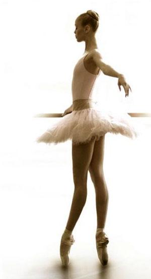 ...танцы, break-dance, фокстрот, вальс, свадебный вальс, strip-dance, самба, клубные танцы, вальс, бальные танцы.