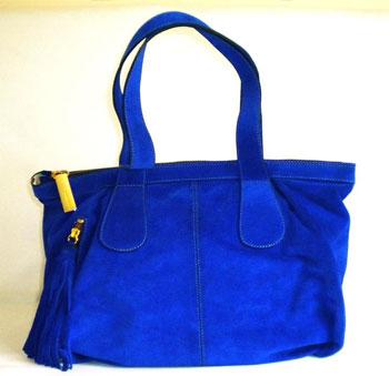 Желательные оттенки - черный, серый, коричневая или синяя цветовая гамма.  Эта сумка будет всегда уместна в.