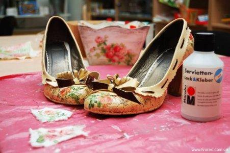 Картинки по запросу Преображение туфель. Декупаж обуви
