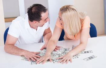 Чем отличается отношение мужчин и женщин к деньгам?