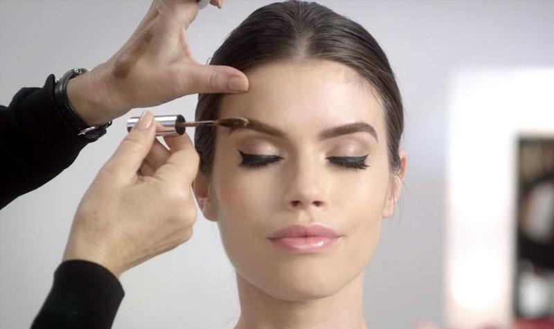 Как выделить брови при макияже
