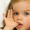 Как отучить ребенка от вредной привычки сосать палец?