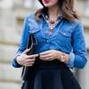 Деним снова в моде: Как правильно носить джинсовую рубашку?