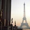 Путешествие туристов Париж, или Привычки местных жителей