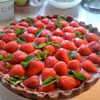 Июньская выпечка: Рецепт шоколадного тарта с клубникой