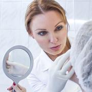 Профессия косметолога: Где учат и чем отличается эстетист от дерматолога?