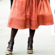 С чем носить длинную юбку осенью и зимой, чтобы не морозиться?
