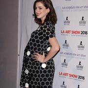 Энн Хэтэуэй беременна – и отлично выглядит!
