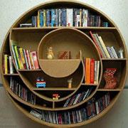 30 самых необычных книжных полок: Только яркость, только хардкор
