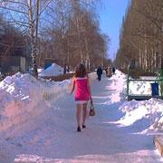 Почему «Снегурочка из Тольятти» ходит в мороз в летнем платье?