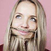 Эти странные инстаграм-тренды: Бороды из волос у девушек