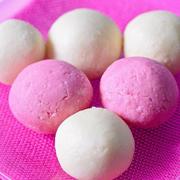 Творожный десерт: Бело-розовые шарики