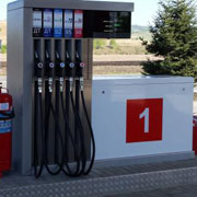 На первой колонке АЗС бензин всегда хуже. Это правда.